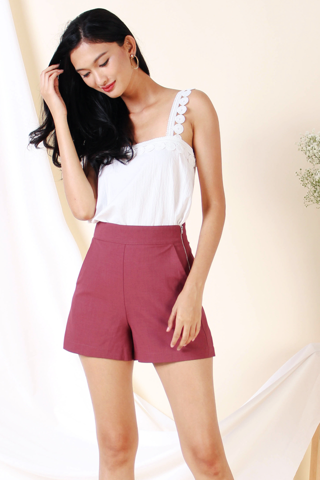 LEONA SIDE ZIP SHORTS BERRY