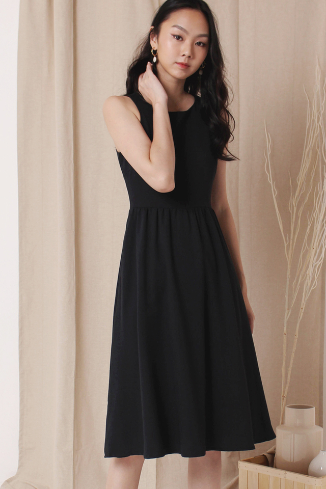 CELESTE SIDE BUTTON DRESS BLACK