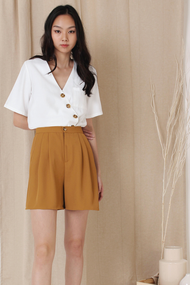 THEA SLANT BUTTON TOP WHITE