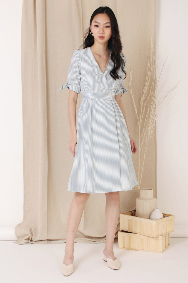 KYLA TIE SLEEVE WRAP DRESS EMERALD