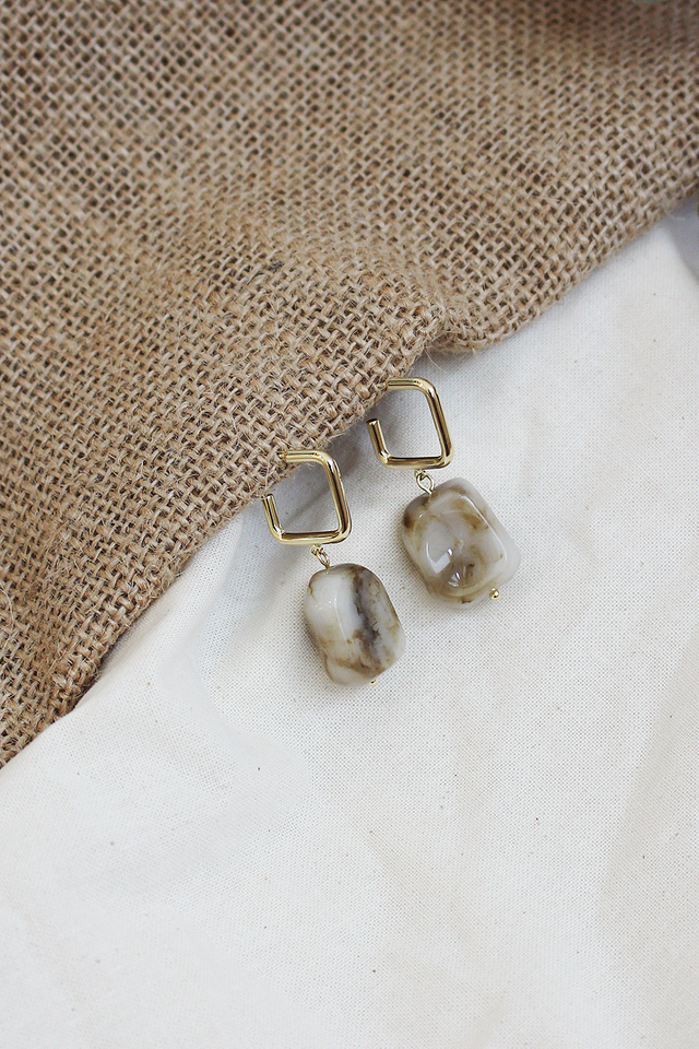 PEBBLED DROP EARRINGS