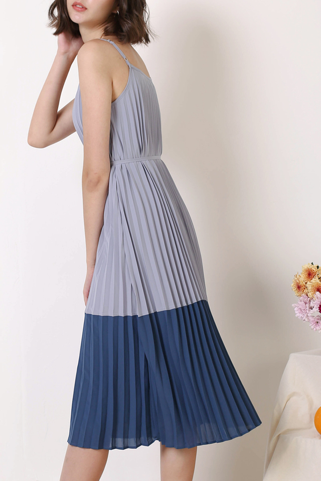 MAE DUO TONE PLEAT DRESS PERIWINKLE