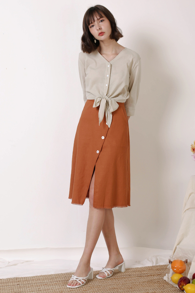 HAILEY RAW HEM SKIRT OCHRE