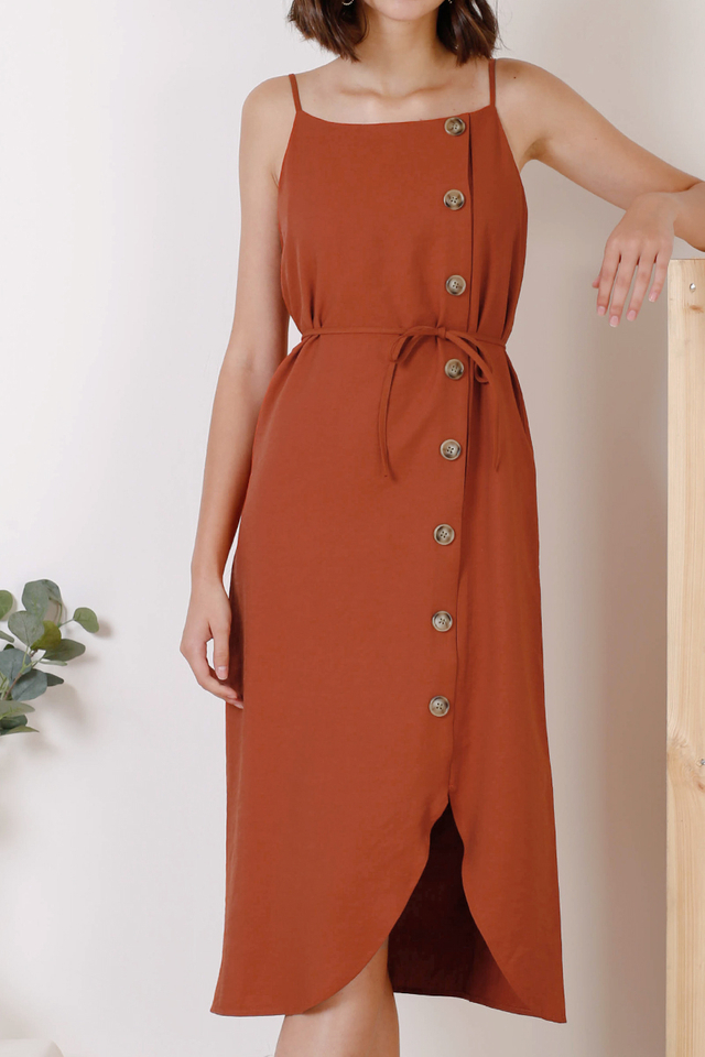 KYRA CURVE HEM DRESS RUST
