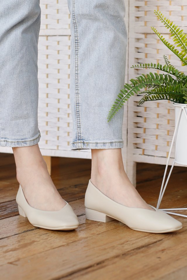 EDNA LEATHER BLOCK HEELS EGGSHELL