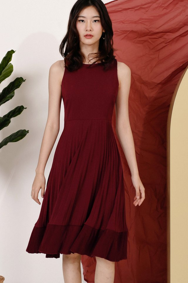 CASS DOUBLE PLEAT DRESS WINE