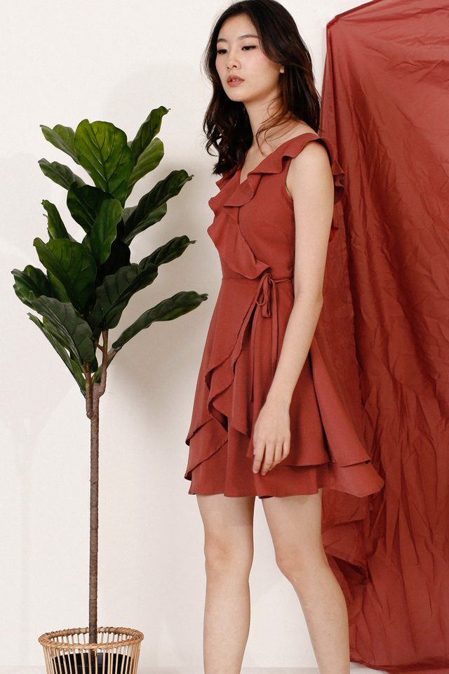 REI RUFFLES NECKLINE DRESS SIENNA
