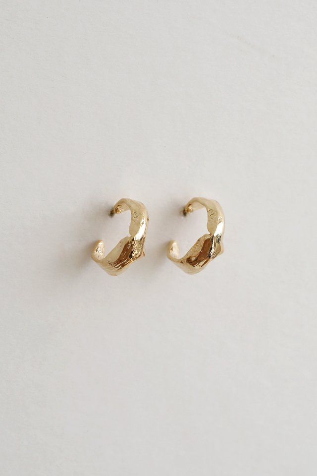 AMARIS GOLD HOOPS