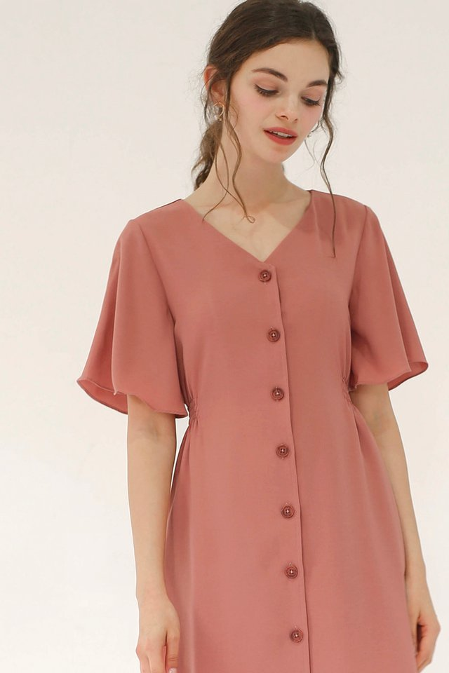 SERENA FLUTTER SLEEVE DRESS ROUGE
