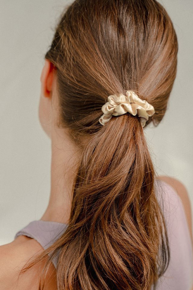 WILLOW SCRUNCHIE NUDE
