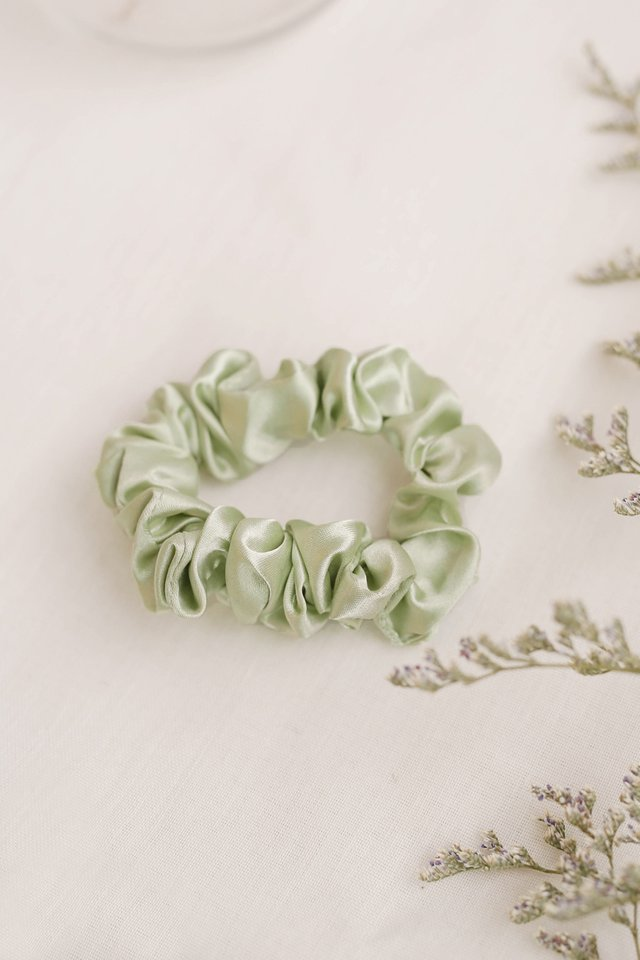 WILLOW SCRUNCHIE SAGE