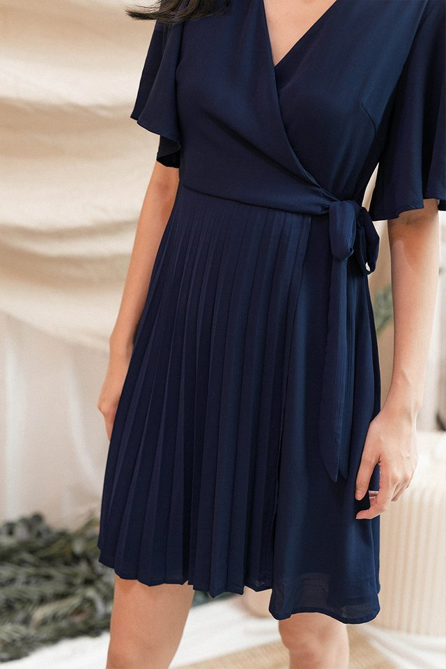 MAISY PLEAT WRAP DRESS NAVY